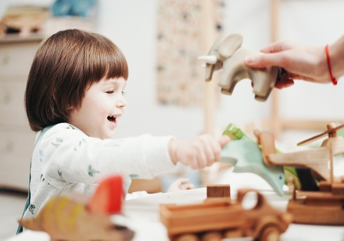 Kā izvēlēties pareizo auklīti savam bērniņam