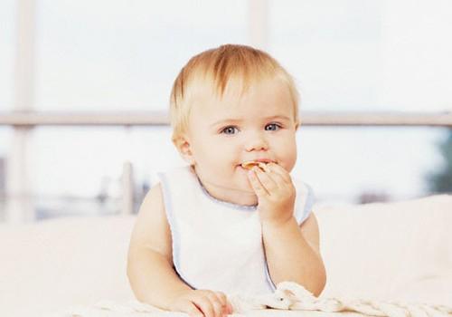 Aug zobiņi. Kā palīdzēt mazulim?