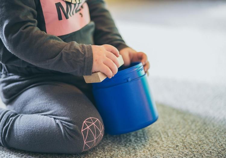 Kā rotaļājas bērns vecumā no 1 līdz 3 gadiem. Fizioterapeites Klaudijas Hēlas lekcija ONLINE