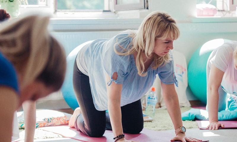 Kāpēc topošajām māmiņām vajadzētu apmeklēt grūtnieču jogu?