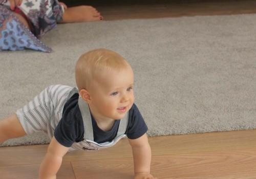 VIDEO: Mazuļa attīstība astotajā dzīves mēnesī