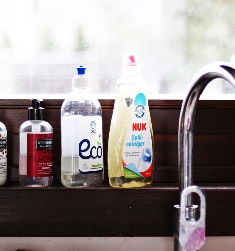 Evas mamma testē| NUK tīrīšanas līdzeklis