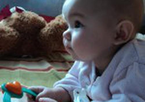 Zobiņi nāk- īsts pārbaudījums māmiņai un mazulim