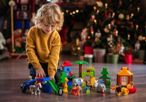 Labākās dāvanas Ziemassvētkos bērniem katram vecumam līdz 7 gadiem