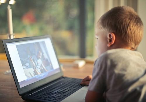 Karantīnā Latvijā bērnu aktivitāte internetā augusi par 320 %