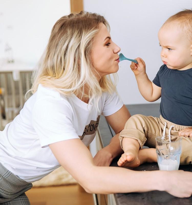 Kā pabarot mazuli – izvēlīgu ēdāju? Atbildes uz biežāk uzdotajiem vecāku jautājumiem sniedz uztura speciāliste Olga Ļubina
