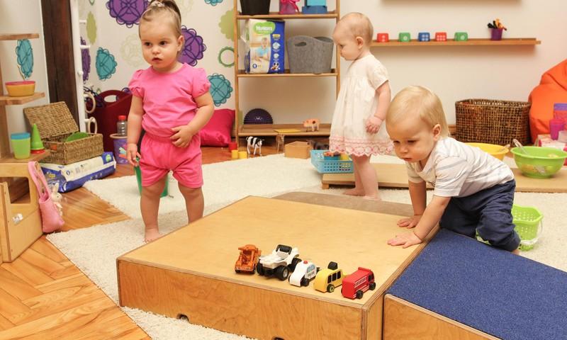 Fizioterapeite Klaudija Hēla pastāstīs, kā rotaļāties ar bērnu vecumā no 1 līdz 3 gadiem. Nāc, uzzini!