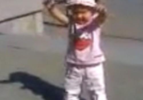 Video: Evelīna dejo