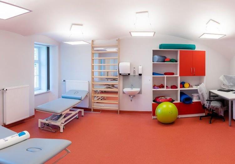 Apmeklētajiem atvērta atjaunotā Rīgas 1.slimnīcas Rehabilitācijas klīnikas ēka. Izveidota arī bērnu nodaļa