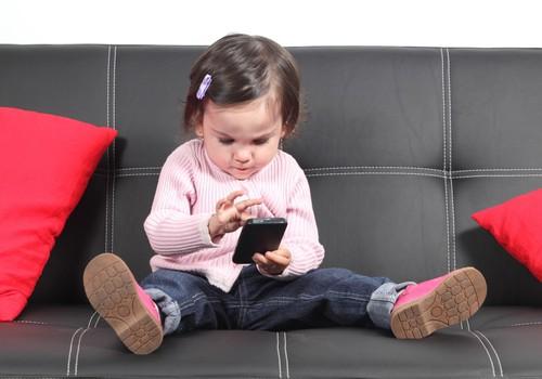 Satura ierobežošana bērna telefonā – pasargā vai kaitē?