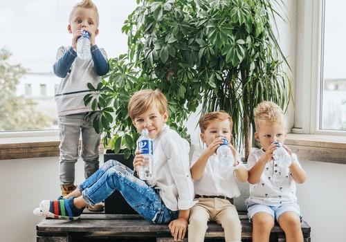 4 padomi, kā pieradināt mazuli pie ūdens dzeršanas