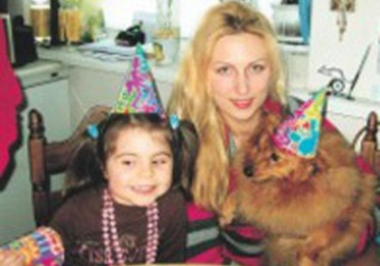 Aizgādniecību piešķir uz Austrāliju izvestās četrgadīgās meitenes tēvam
