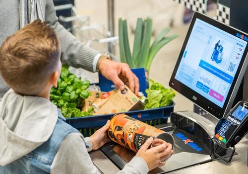 Pētījums: Saldumi un pusfabrikāti bērnu uzturā nonāk biežāk nekā augļi vai graudaugi