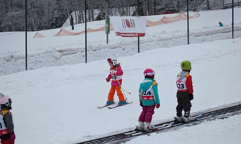 """Reiņa trases bērnu slēpošanas parkā noslēdzies otrais """"Mazais Reinis"""" slēpošanas sacensību posms"""