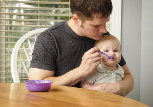 PIEKTDIEN mazuļu ēdināšanas lekcija: dažādas metodes un piebarojuma ieviešana soli pa solim