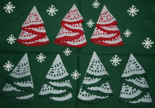 Ziemassvētku eglītes no salvetēm