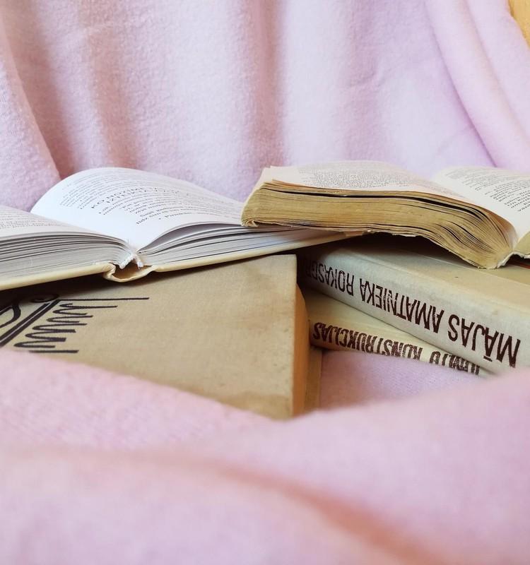 PAR īstām grāmatām ikviena skolēna rokās