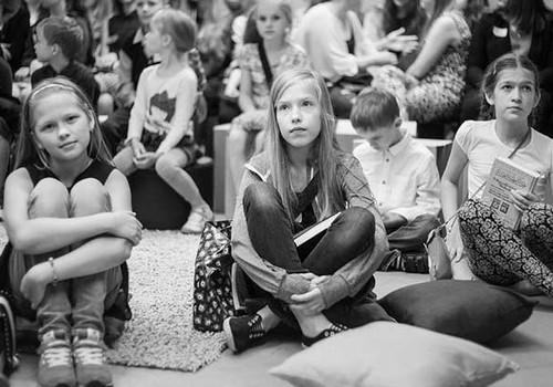 Kā bērni no visiem Latvijas novadiem grāmatas lasīja