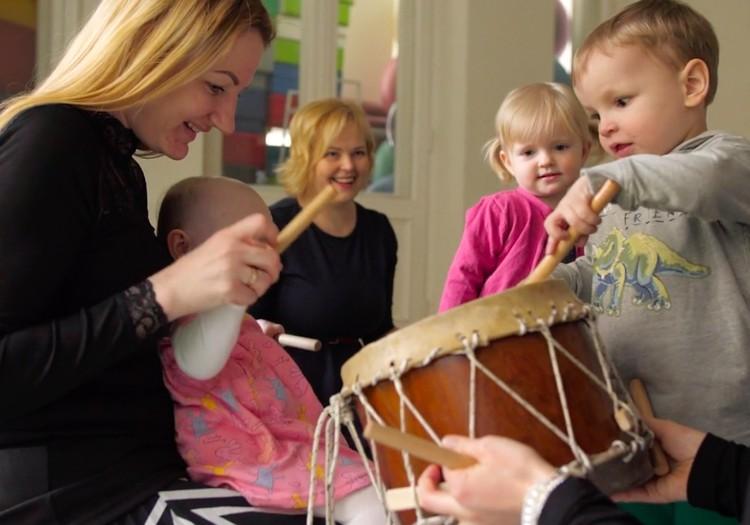 """Atklāj savam mazulim mūzikas pasauli ar """"Skaņu apļa"""" nodarbībām Māmiņu Klubā"""