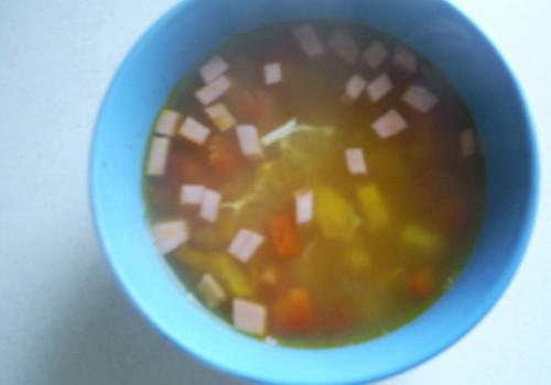Dārzeņu zupa ar desu