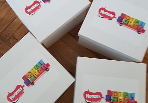 Huggies īpašā dāvanu kaste mammām-rotaļniecēm. Piedalies!