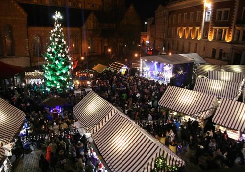 Svētdien Vecrīgas Ziemassvētku tirdziņā iedegs pilsētas galveno svētku eglīti