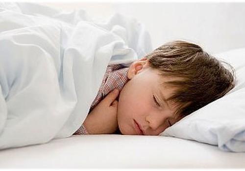 Ko darīt, lai bērns pārstātu čurāt gultā?