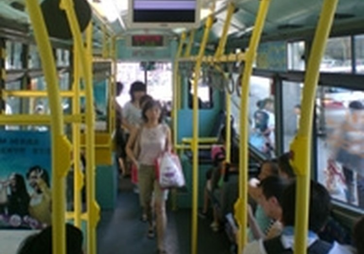 Skolēniem atceļ braukšanas atlaides sabiedriskajā transportā