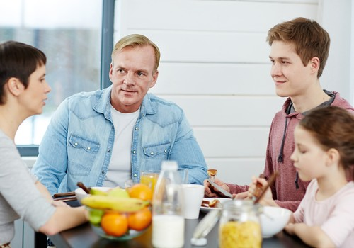 Tētim un mammai atšķiras viedoklis bērna audzināšanā. Kā rast kompromisu?
