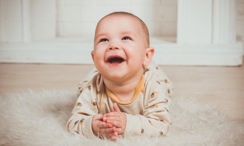 Vienkāršas rotaļlietas, kas veicinās mazuļa valodas attīstību