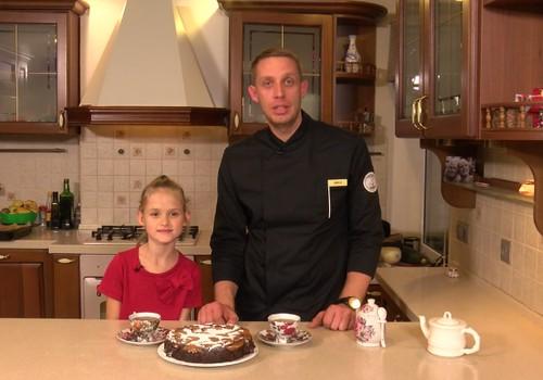Bezglutēna šokolādes torte bez miltiem no turku zirņiem ar karamilizētiem persikiem