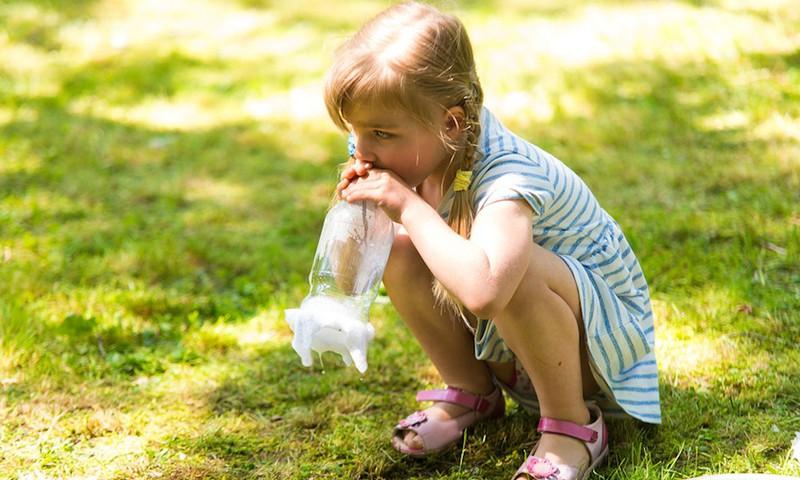 13 noderīgas frāzes, kas nomierina satrauktu bērnu