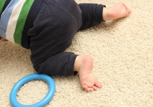 Klaudija Hēla: Ļaujiet rāpot bērnam pašam!