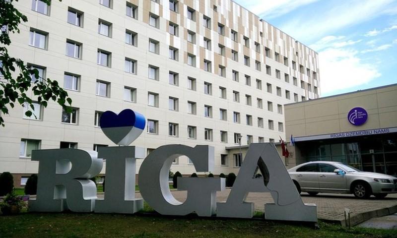 Rīgas Dzemdību namā ierobežojumu atvieglojumi pacientēm un pavadošajām personām ar Covid digitālo sertifikātu