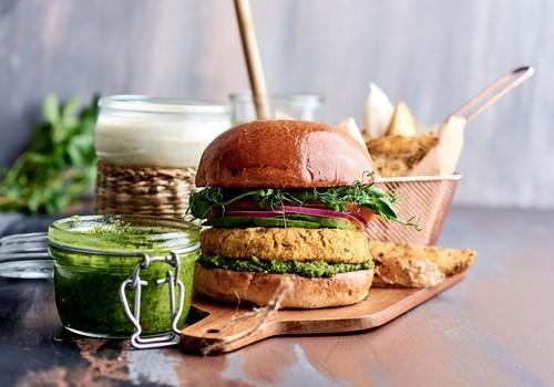 Gardi un veselīgi burgeri pašu spēkiem - idejas gan gaļēdājiem, gan vegāniem