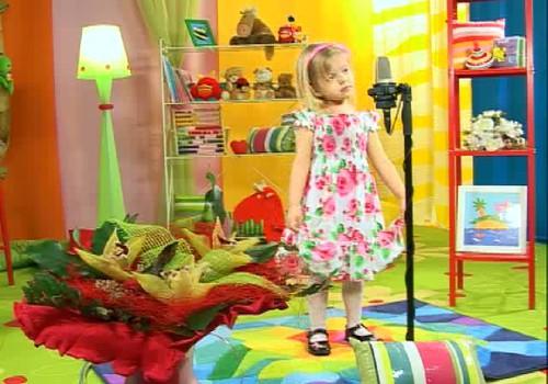 """VIDEO: Uzstājas Katrīna Fogele ar dziesmu """"Mammīte Bitīte""""!"""