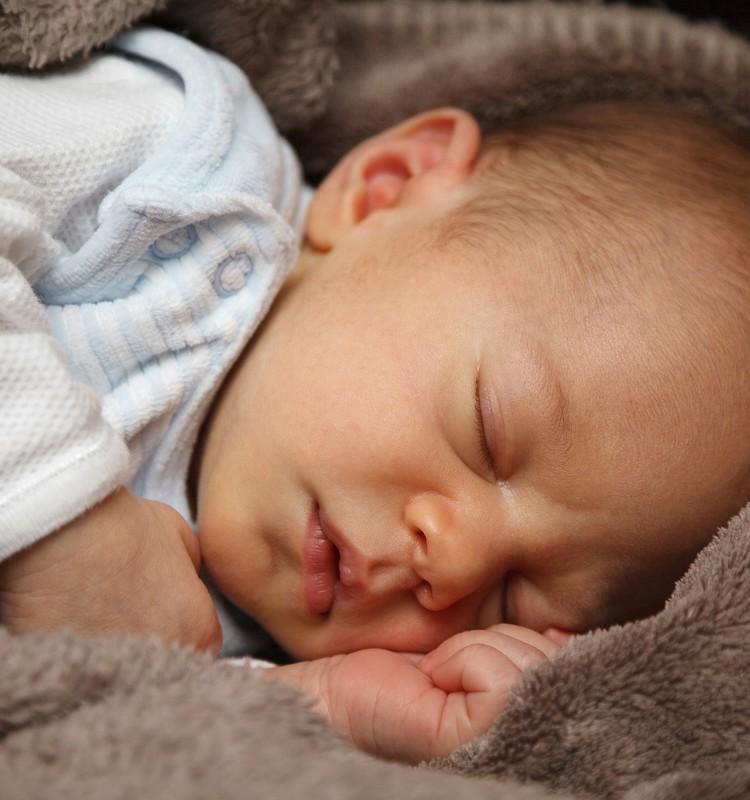 Kā mainīt bērna gulēšanas režīmu?