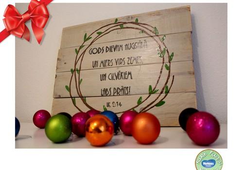 Huggies® svētku dāvanu katalogs: Neparasta dāvana svētkos - veco dēļu dekors