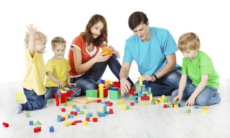 SPĒLĒJAM DZĪVI: 15 sižeti - lomu spēles