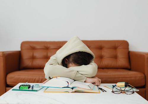 Pazīmes, kas liecina – bērnam ir grūti pielāgoties mācībām klātienē. Ko darīt vecākiem?