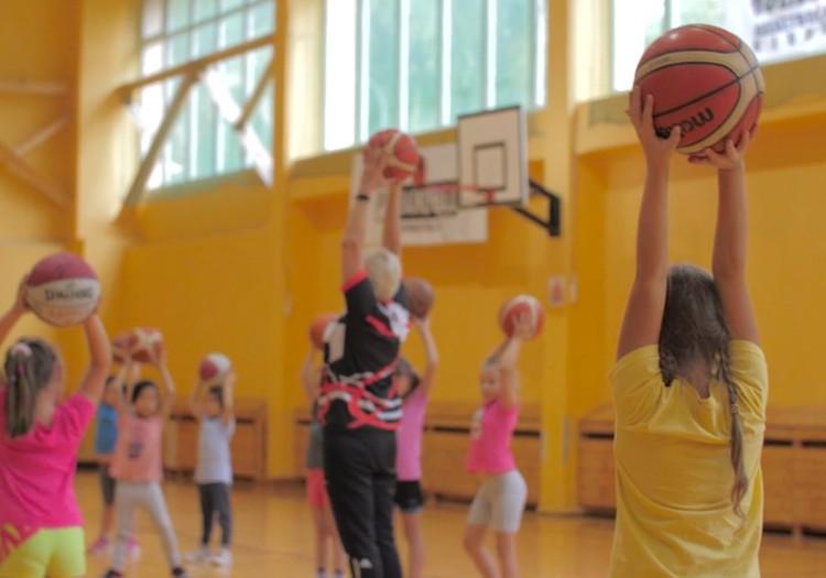 Bērna fiziskajām aktivitātēm jābūt vispārattīstošām
