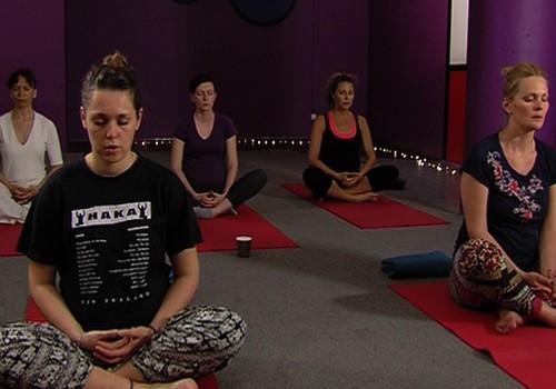 VIDEO: Joga kā iespēja atgūt mieru gaidību laikā! Tiekamies Saulgriežu jogas festivālā!