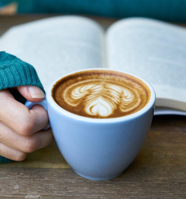 25 grāmatas, kuras izlasīt laikā, kad #PaliecMājās