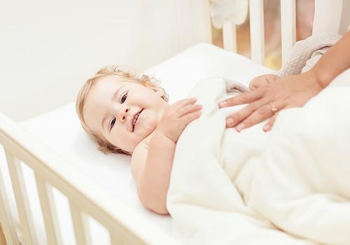 Kā un kad vajadzētu zīdaiņa gultiņu pret lielāku?