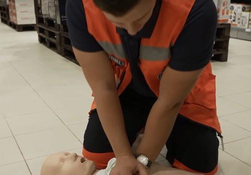 NOSKATIES: kā glābt cilvēka dzīvību, izmantojot Rimi veikalos pieejamos defibrilatorus