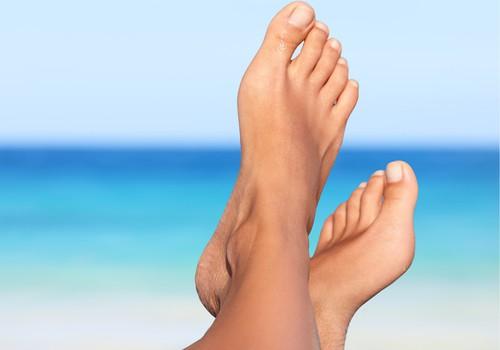 Kā parūpēties par pēdām vasarā, lai neiedzīvotos veselības problēmās? Iesaka eksperti