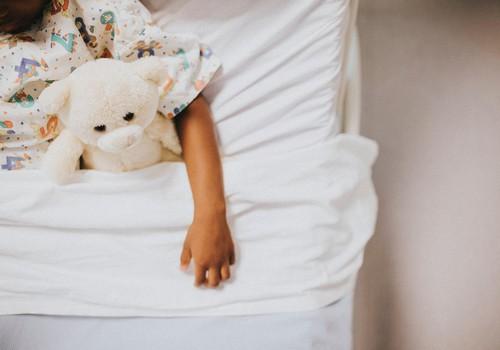 Fejiņa pārceļas gulēt bērnistabā