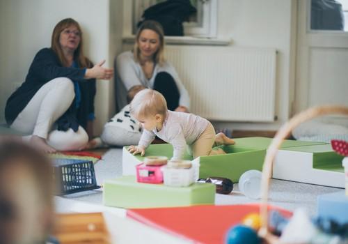 24.septembrī Klaudijas Hēlas TIEŠRAIDES nodarbības par rotaļāšanos ar mazuli!