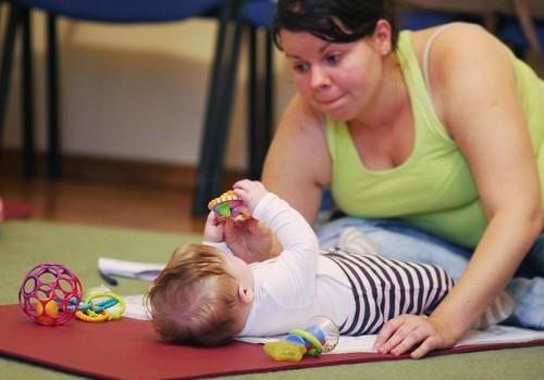 Jaundzimušā masāžas nodarbība  mājas apstākļos