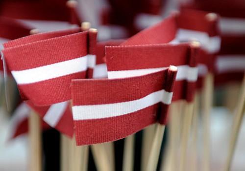 Sveicam Latvijas Republikas neatkarības atjaunošanas dienā! Priecīgus svētkus!